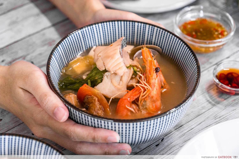qing feng yuan - intro shot of seafood soup