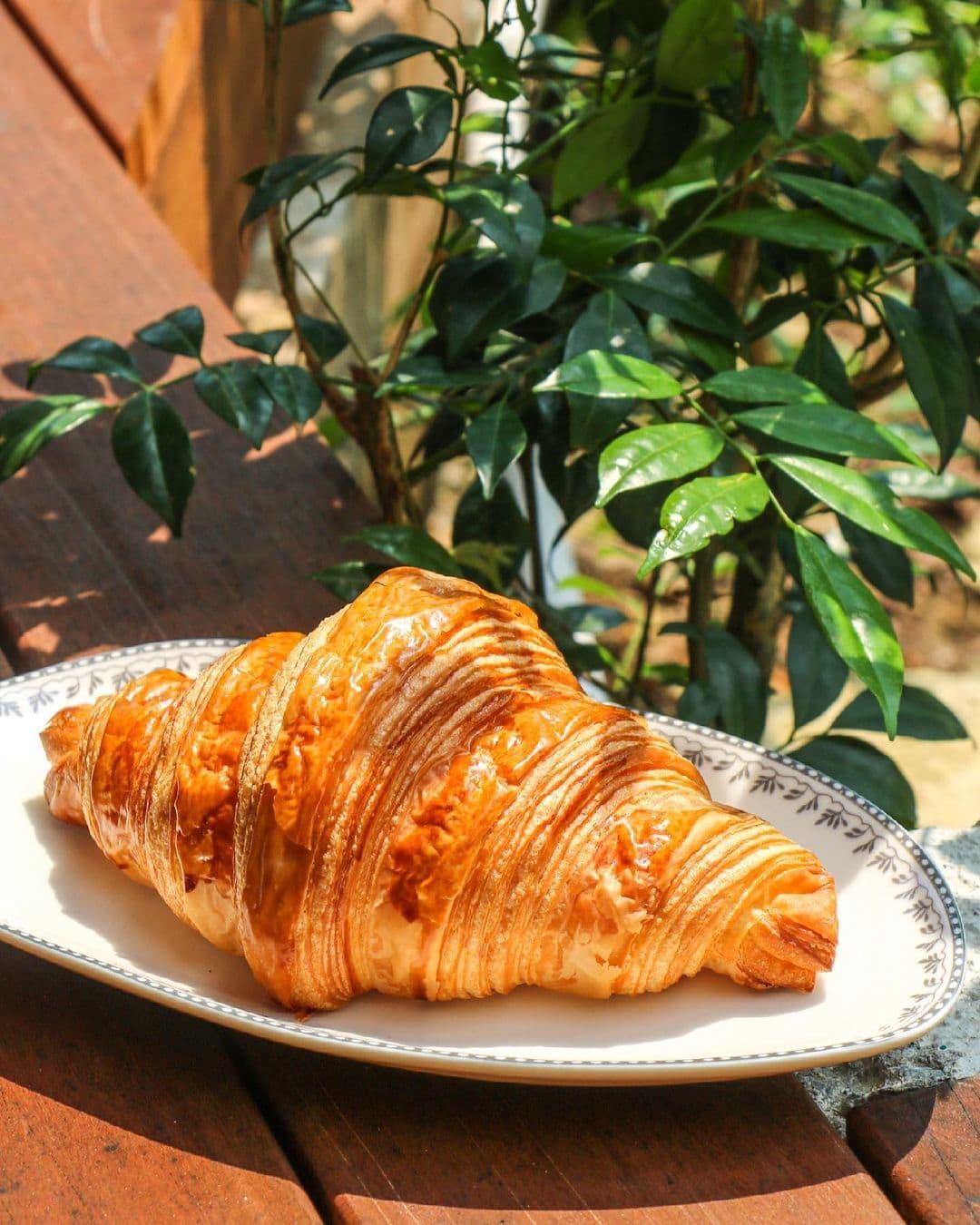 tiong bahru bakery - signature croissant
